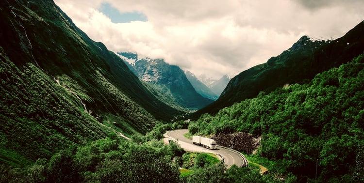 Lastebil_norsk_vei_w1500